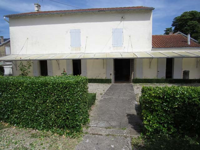 Sale house / villa Loulay 150 520€ - Picture 1