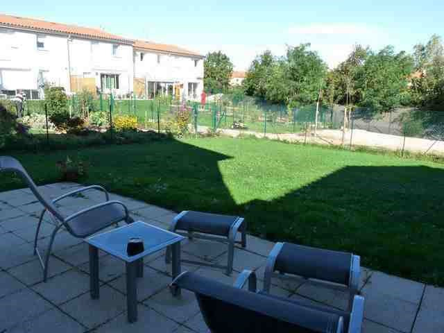 Location maison / villa Roche-la-moliere 937€ CC - Photo 1