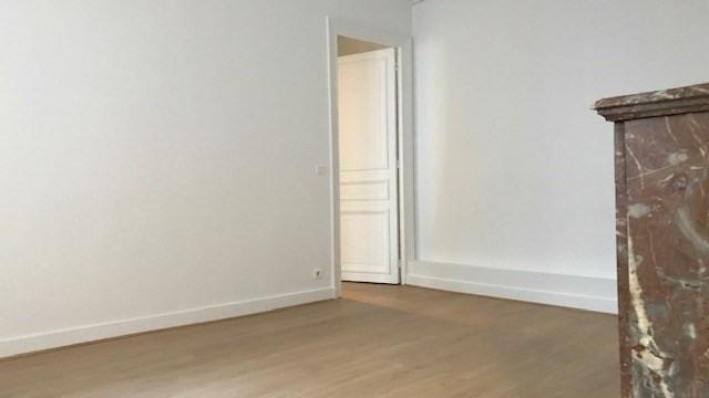 Rental apartment Paris 8ème 2193€ CC - Picture 3