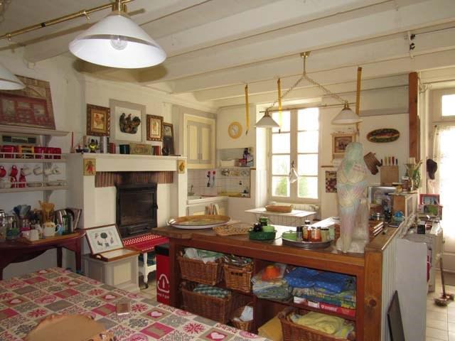 Sale house / villa Saint-jean-d'angély 165360€ - Picture 4