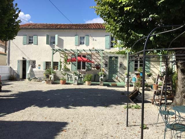 Vente maison / villa Saint-jean-d'angély 165360€ - Photo 2