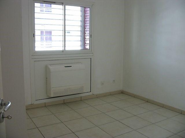 Location appartement St denis 730€ CC - Photo 4
