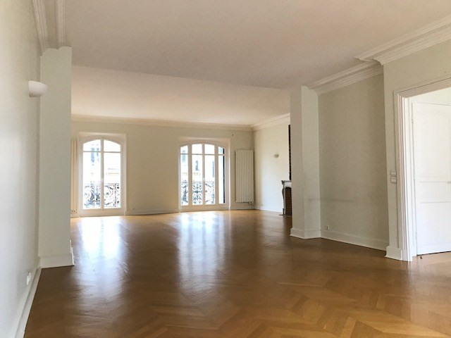 Rental apartment Paris 8ème 5 620€ CC - Picture 8