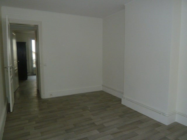 Rental apartment Paris 10ème 1 150€ CC - Picture 3
