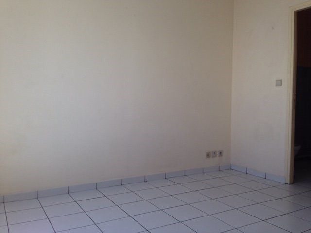 Rental apartment St denis 350€ CC - Picture 3