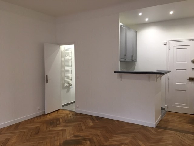 Location appartement Paris 16ème 1 195€ CC - Photo 2