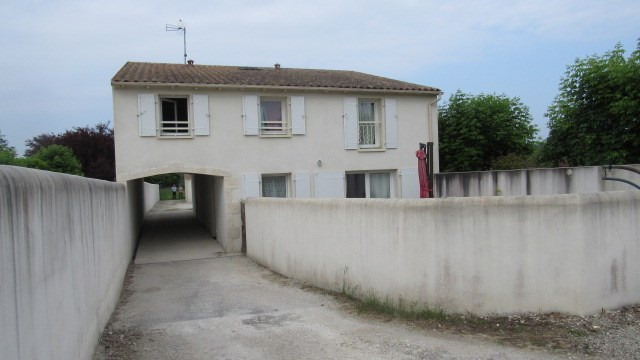 Sale house / villa Saintes 212 000€ - Picture 1