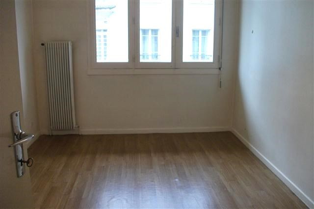 Location appartement Villefranche sur saone 511,92€ CC - Photo 3