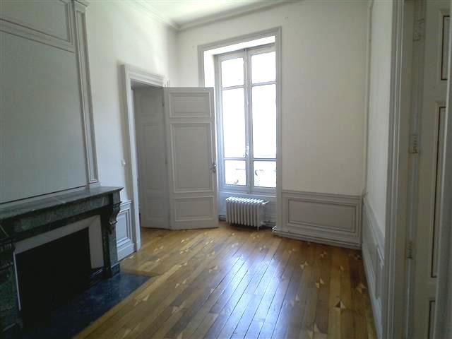 Location appartement Villefranche sur saone 847,42€ CC - Photo 4