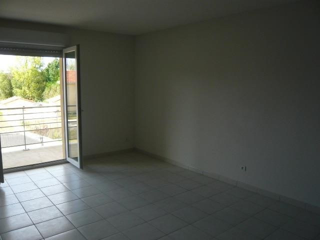 Rental apartment St lys 445€ CC - Picture 1