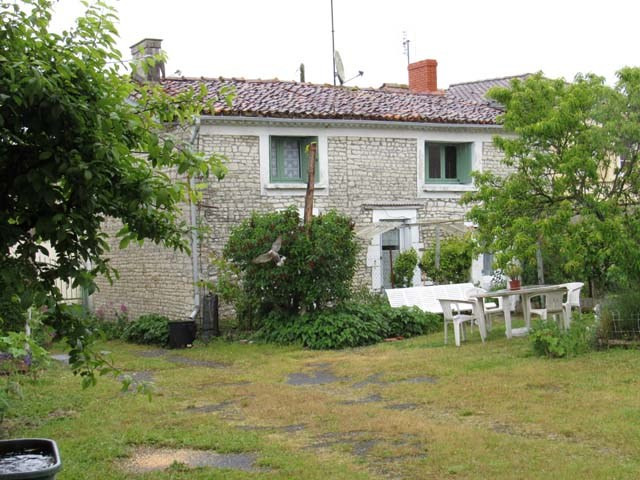 Sale house / villa Saint-jean-d'angély 64 500€ - Picture 1