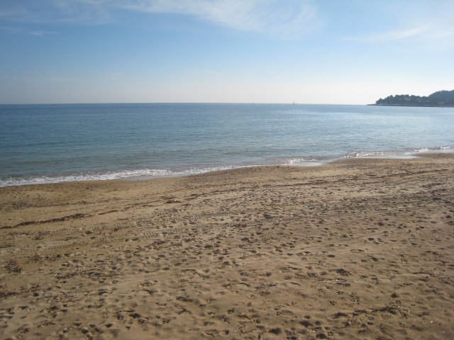 Vacation rental house / villa Cavalaire 2 800€ - Picture 5