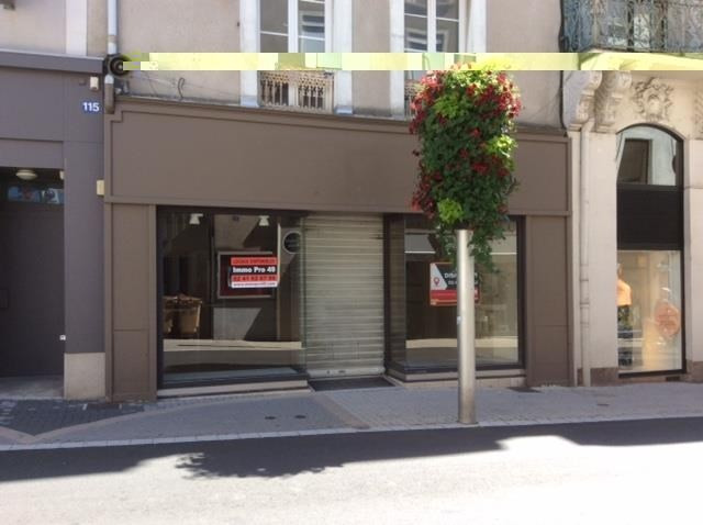Location local commercial Cholet 2250€ HT/HC - Photo 1