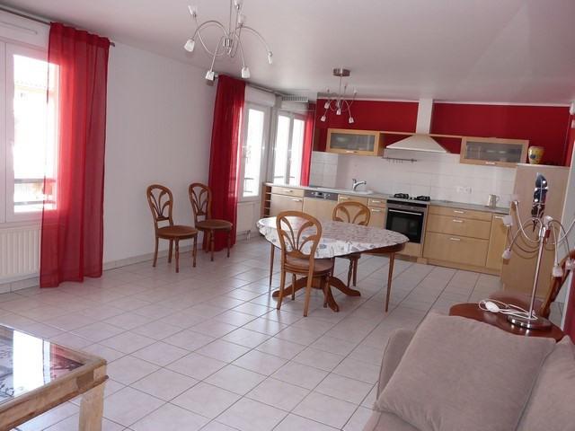 Revenda apartamento Saint-genest-lerpt 186000€ - Fotografia 1