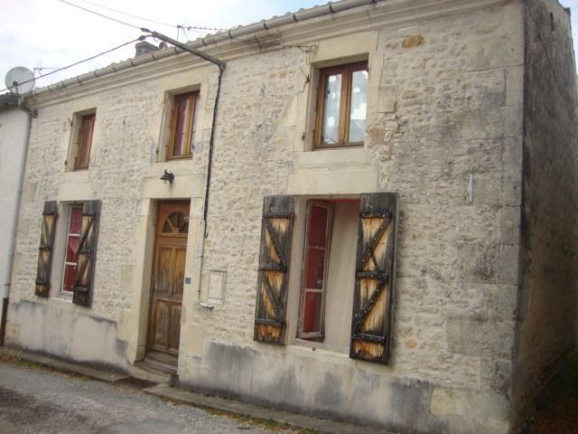Vente maison / villa Poursay-garnaud 75000€ - Photo 1