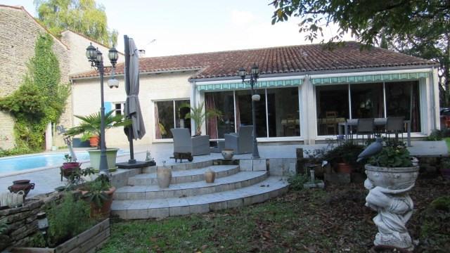 Sale house / villa Saint-jean-d'angély 582400€ - Picture 2