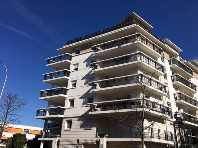 Rental apartment Courbevoie 1280€ CC - Picture 1