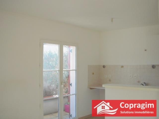 Rental apartment Montereau fault yonne 437€ CC - Picture 2