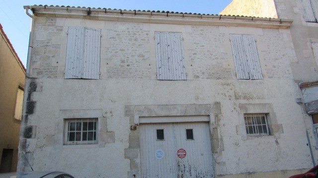 Sale house / villa Saint jean d'angely 75 000€ - Picture 1