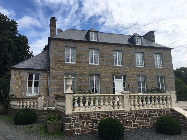 Deluxe sale house / villa Moyon 630000€ - Picture 2