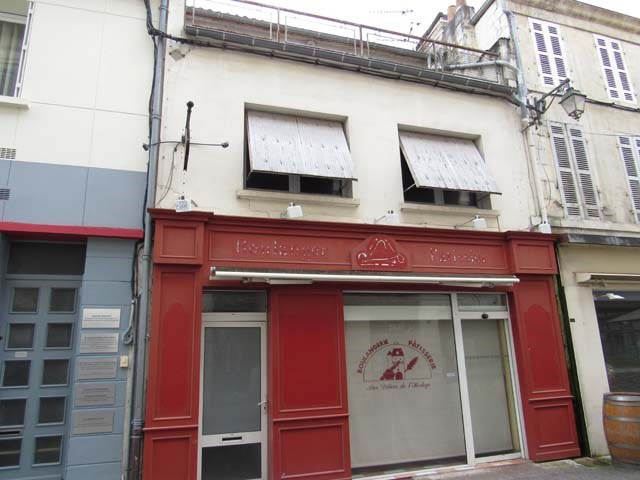 Sale building Saint-jean-d'angély 75 000€ - Picture 1