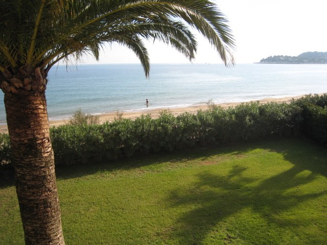 Vacation rental house / villa Cavalaire 2 800€ - Picture 1