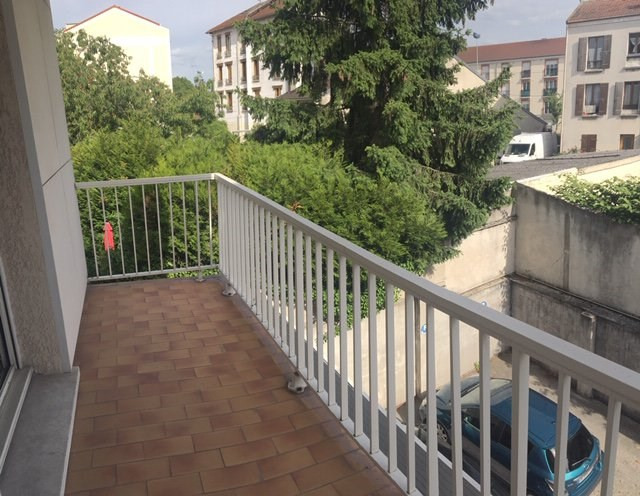 Location appartement Neuilly-sur-marne 770€ CC - Photo 2