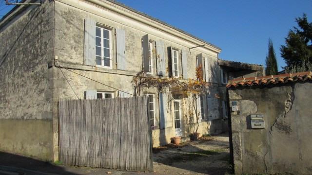 Sale house / villa Saint-jean-d'angély 222600€ - Picture 1