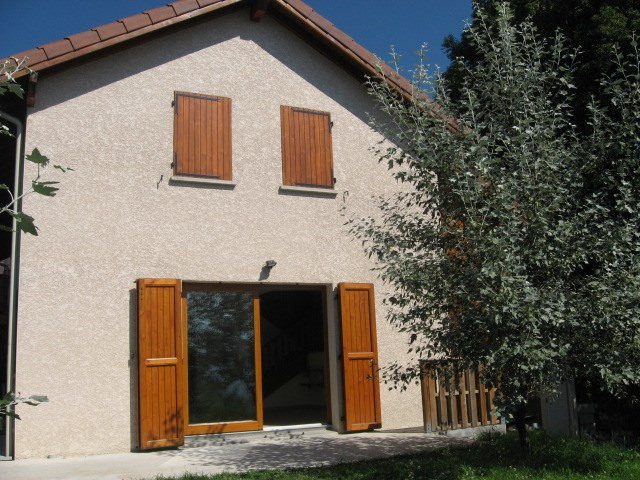 Location maison / villa Claix 1 525€ CC - Photo 2