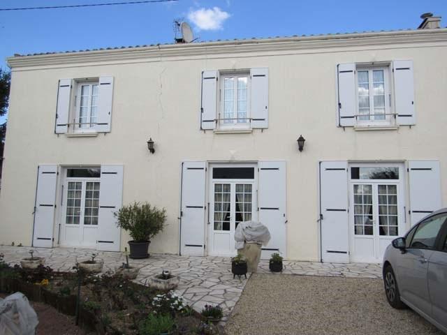 Vente maison / villa Saint jean d'angely 111750€ - Photo 1