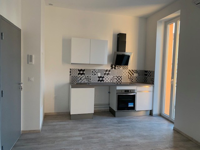 Location appartement Saint laurent du var 690€ CC - Photo 1