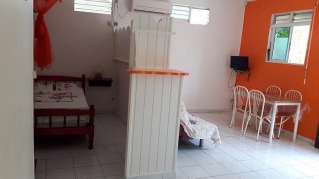 Location appartement Sainte anne 590€ CC - Photo 3