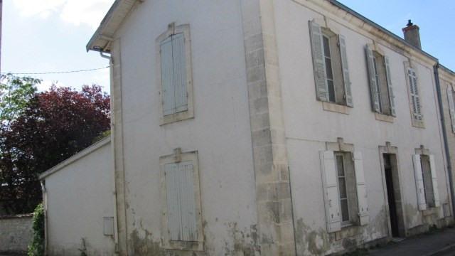 Sale house / villa Saint jean d angely 80250€ - Picture 1