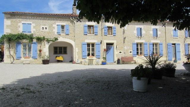 Sale house / villa Saint-georges-de-longuepierre 327050€ - Picture 1