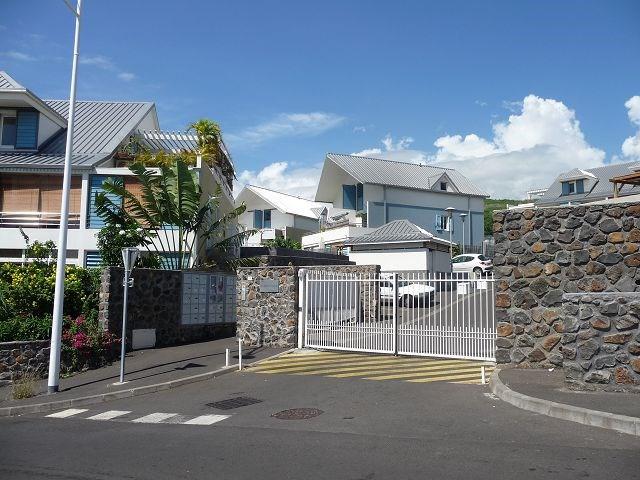 Location appartement La saline les bains 626€ CC - Photo 1