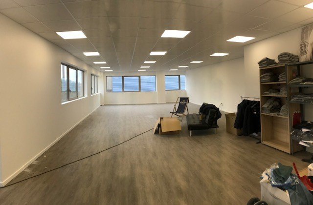 Location local commercial Bois-d'arcy 11718€ HT/HC - Photo 5