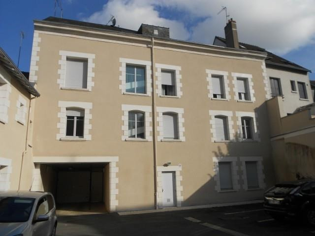 Rental apartment Vendome 652€ CC - Picture 1