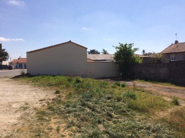 Sale site Montaigu 105000€ - Picture 1
