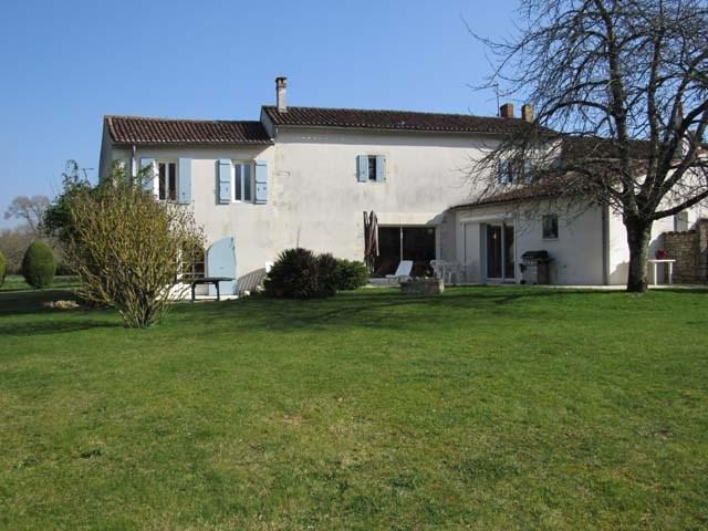 Vente maison / villa Saint-jean-d'angély 300675€ - Photo 1
