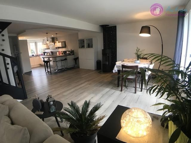Sale house / villa Lesigny 470000€ - Picture 1