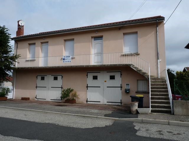 Location maison / villa Roche-la-moliere 685€ CC - Photo 1