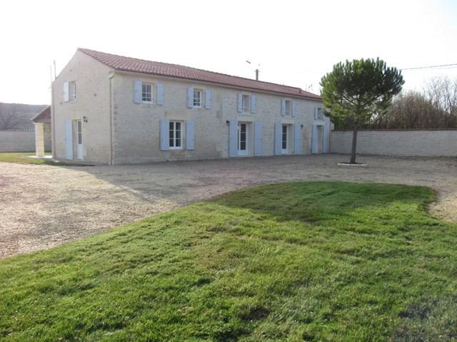 Sale house / villa Saint-jean-d'angély 243800€ - Picture 1