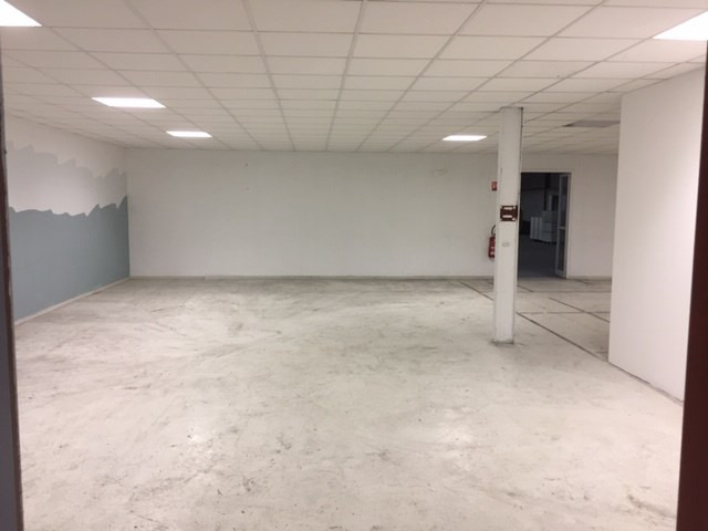 Location local commercial Marignane 4 000€ HC - Photo 4