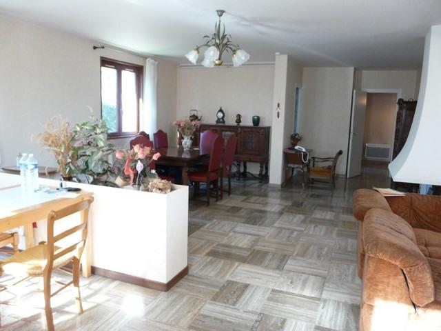 Revenda casa Saint-genest-lerpt 263000€ - Fotografia 3