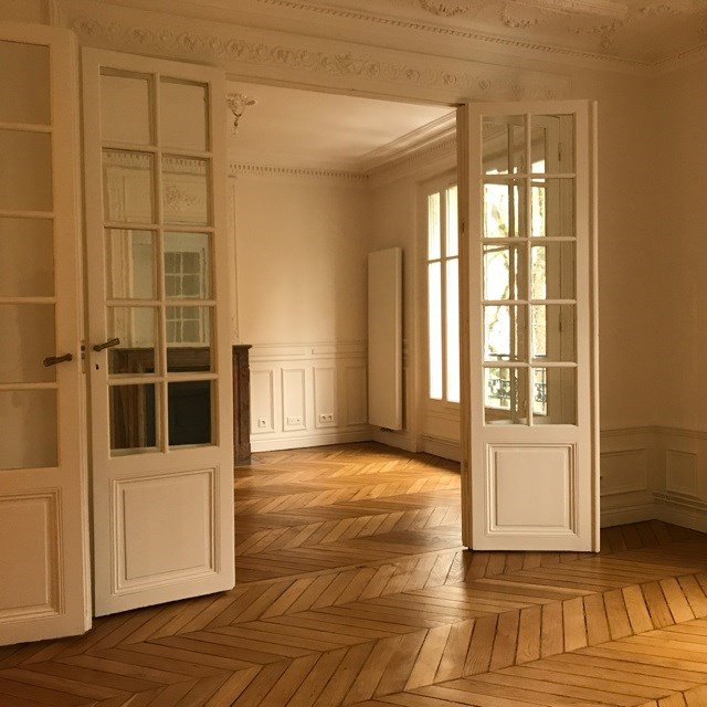 Location appartement Paris 18ème 2 410€ CC - Photo 2