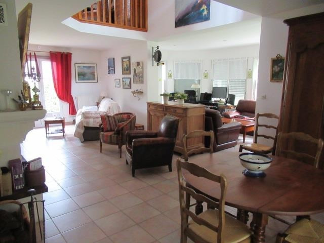 Sale house / villa Beaucouze 357 000€ - Picture 4