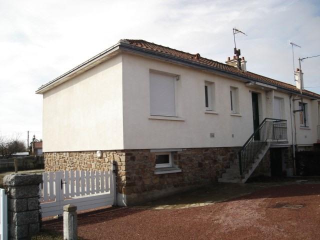 Location maison / villa Saint andre de la marche 600€ CC - Photo 1