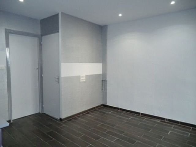 Rental apartment Chalon sur saone 405€ CC - Picture 2