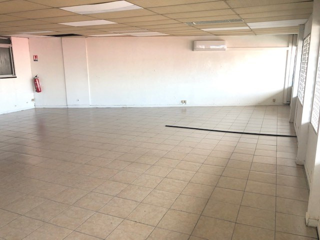 Location local commercial Les abymes 1000€ CC - Photo 1