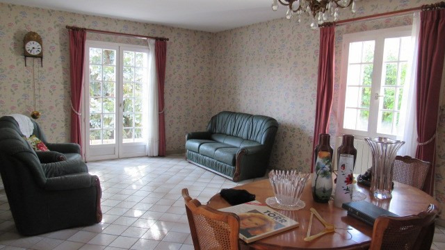 Sale house / villa Saint-jean-d'angély 138 000€ - Picture 2